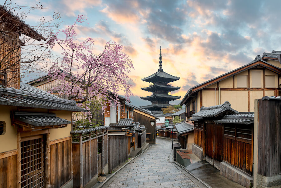 Yasaka Pagoda and Sannen Zaka Street with cherry blossom in the Morning, Kyoto, Japan Ultimate Guide