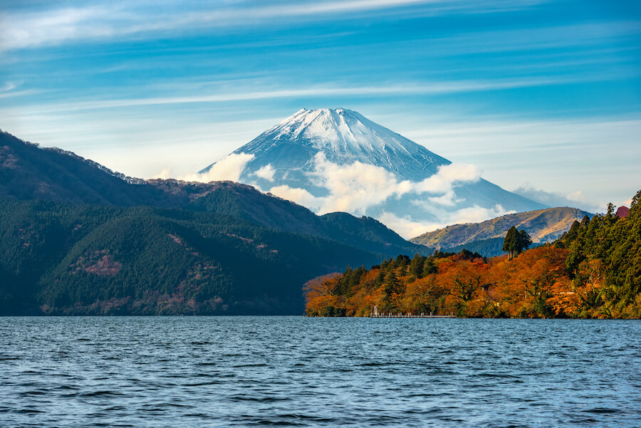 Beautiful autumn scene of mountain Fuji and Lake Ashinoko, Hakone, Japan - Places to View Mount Fuji