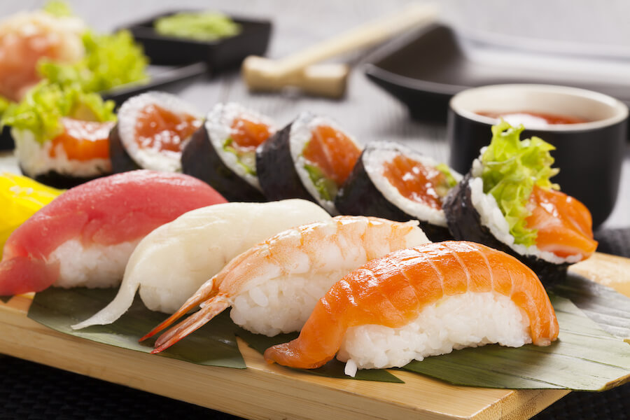 sushi nigiri - 10 Food you need to try in Japan
