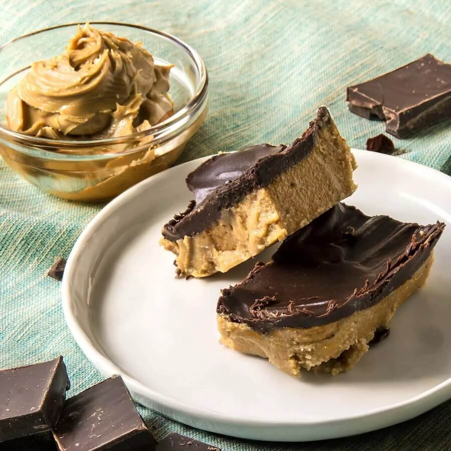 NO BAKE KETO PEANUT BUTTER CHOCOLATE BARS - Keto Desserts