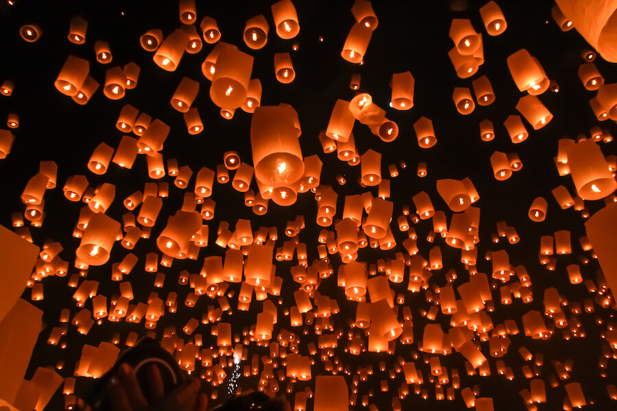 Floating lantern on the sky Pingxi sky festival - Best places to visit each month of the year