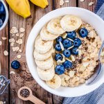 Breakfast oatmeal with bananas, blueberries, chia seeds and almonds - foods that burn belly fat